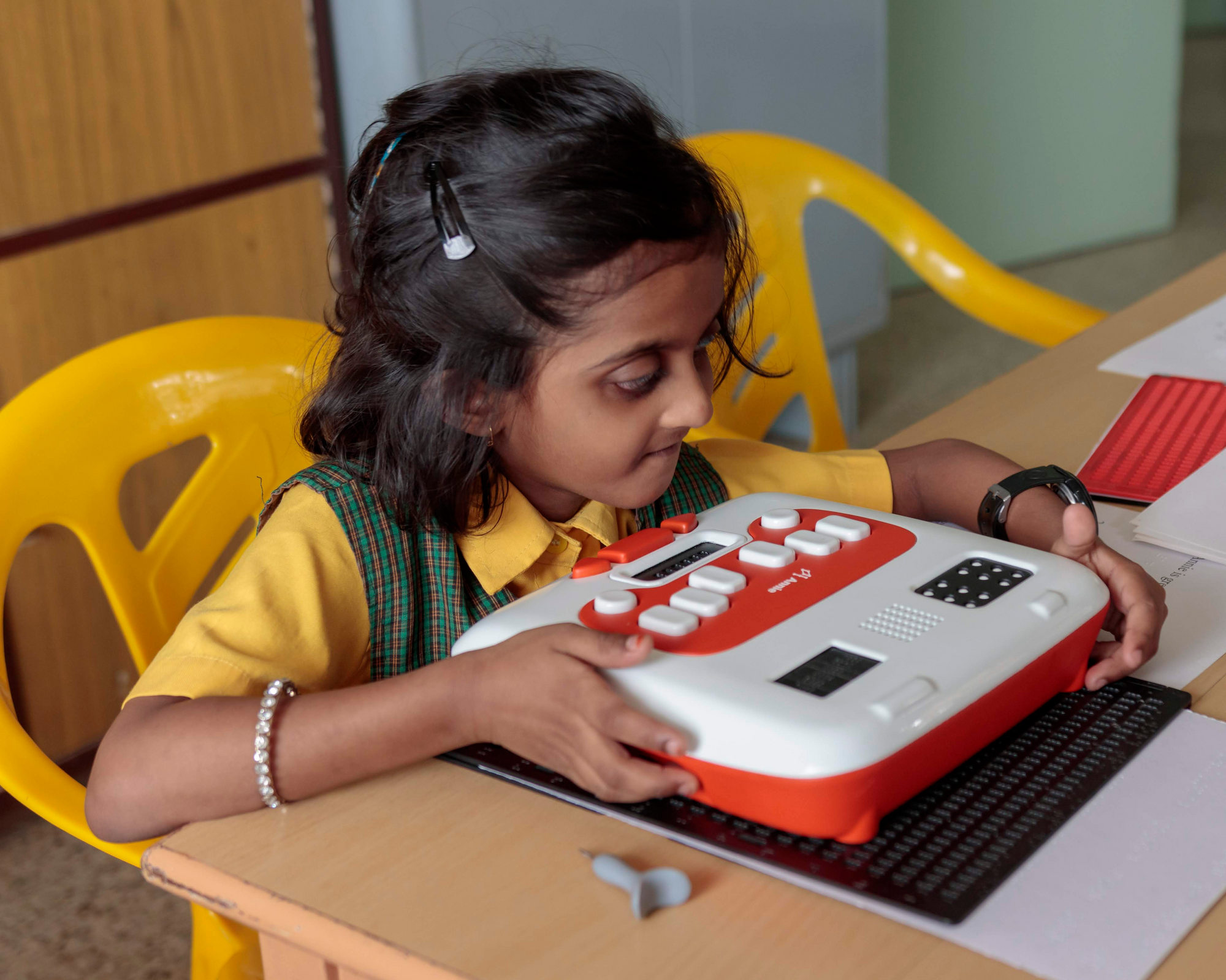 A student is using Annie, Thinkerbell Labs' innovation in Braille self-learning